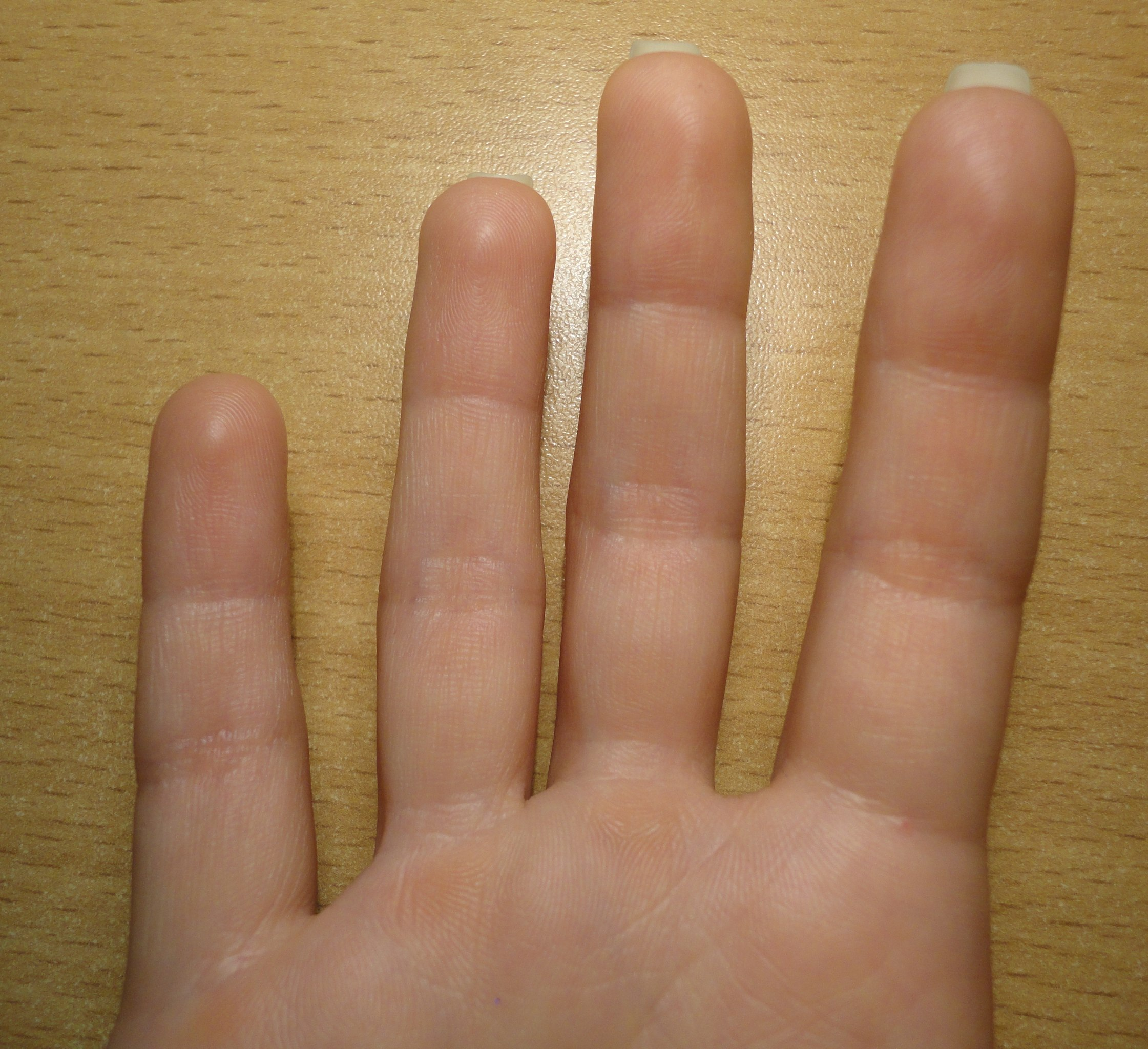 Рука в щелке 2 фотография
