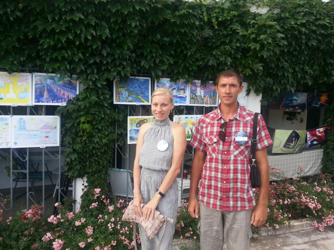 Активисты 'СВ-Севастополь' открывают выставку рисунков 'Севастополь - 2.083'
