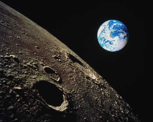 """6 Лунный день связан с дыханием, праной. Символы - Журавль и Дорога в небо, дарующее нам прощение и любовь. I фаза Луны от новолуния до первой четверти, молодая Луна. Это день """"Инь"""" - пассивного женского начала, день тонкой чувствительности, интуиции, информации, медитации и телепатических явлений. Рекомендуется арома- и звукотерапия, йогические дыхательные упражнения. Добрый знак - облака на небе, мелодичный звон (в древности в этот день гадали по облакам). Этот день радости и…"""