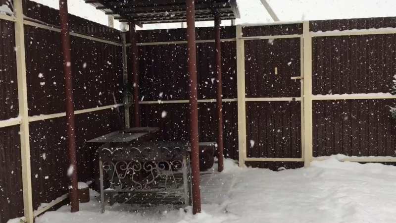 Дворик в доме на 16 человек зимой.