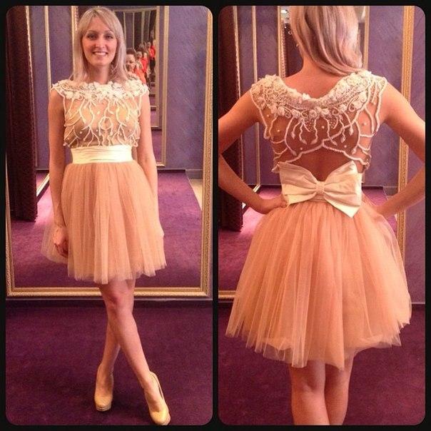 Платье шикарное короткое