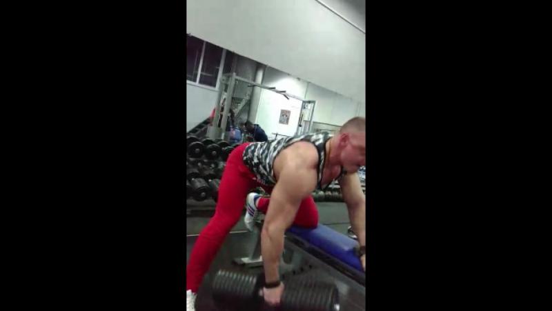 Тренировка спины в спортзале - Олимпия