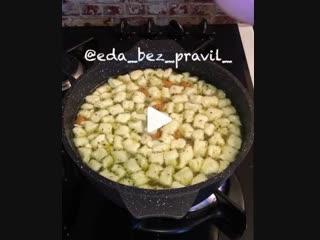 Быстрый суп с клёцками (ингредиенты указаны в описании видео)