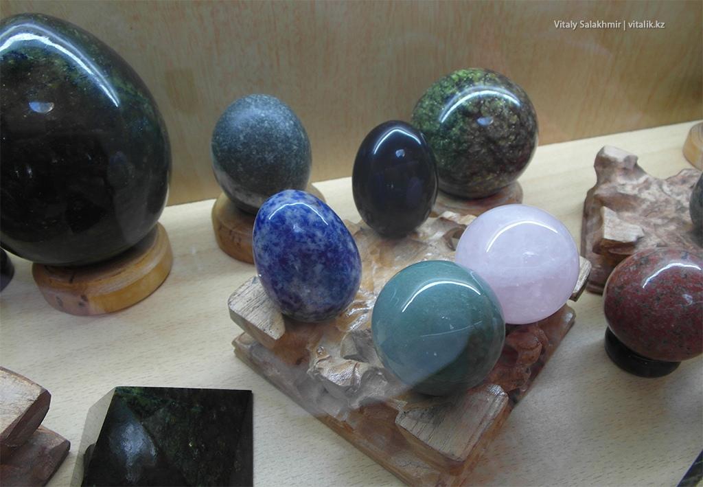 Яйца из камня, выставка самоцветов Рух Ордо 2018