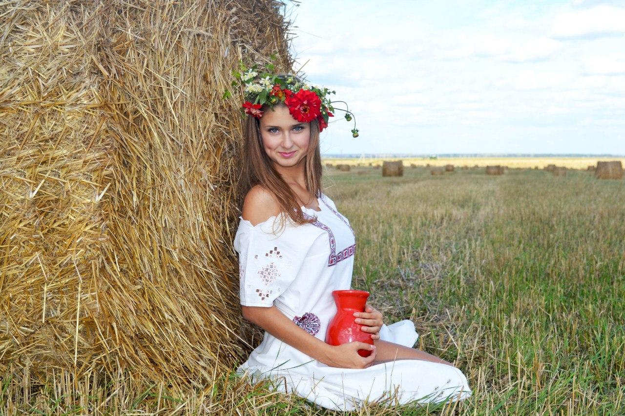 русские девки на сене