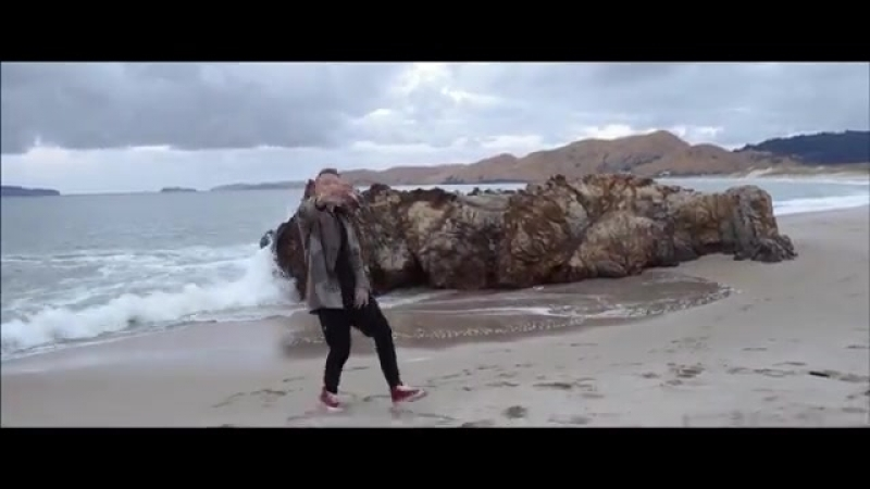 MACKLEMORE RYAN LEWIS - CAN'T HOLD US FEAT. RAY DALTON (OFFICIAL MUSIC VIDEO).mp4