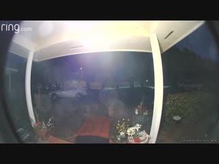 Salik.biz : В Калифорнии видеокамера на дверном звонке зафиксировала НЛ