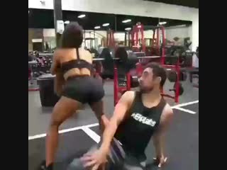 Когда тренируешься с девушкой фитоняшкой