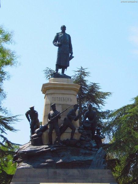 Монумент в честь первой обороны Севастополя