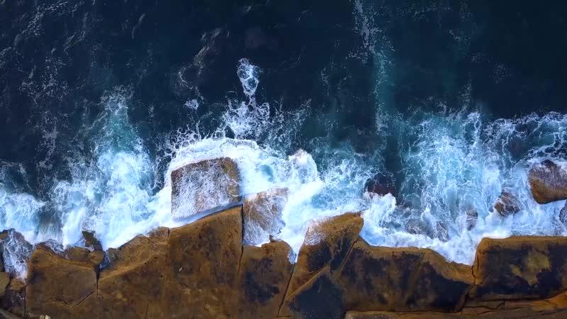 Скальный берег Волны Rocky shore Waves