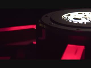 Компьютер в форме контейнера из overwatch