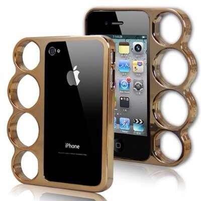 – Люся, где ты вчера ночью была? – По району гуляла. – Он же неблагополучный! – Еще какой благополучный! Смотри – два iPhone, ноутбук, iPad и золотая цепь!