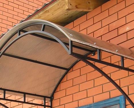 Козырек над крыльцом из поликарбоната: инструкция по изготовлению