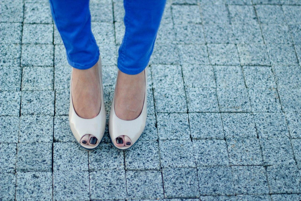 Черный лак на ногах 2 фотография