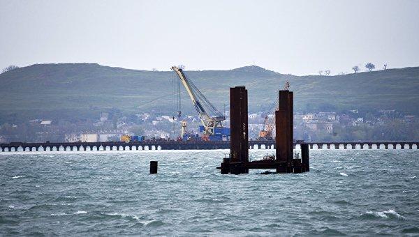 Песков не знает о проблемах с финансированием стройки Керченского моста: http://ria.ru/economy/20160608/1444432377.html