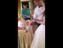 а вот мы и режем свадебный торт!)🎂🍰🎂🍰🐱🐻👑💍💏