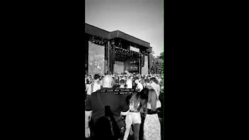 Video Louis enjoying himself at @LiveAtFirefly
