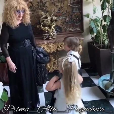 """Максим Галкин on Instagram """"Поклонница Аллы сделала трогательное видео из наших домашних съёмок. Спасибо, очень приятно. мама"""""""