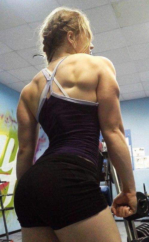 девушка с мускулами