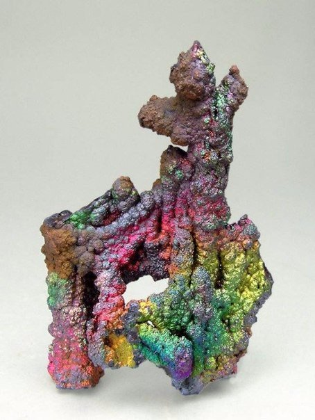 Этот радужный минерал называется тургит(turgite)