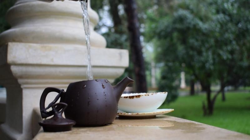 Гроза, чай, тибетская поющая чаша.