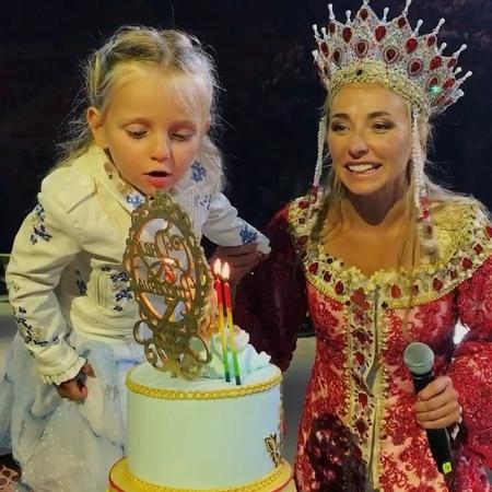 """Navka Show on Instagram: """"Надежда отметила свой День Рождения как подобает настоящей фигуристке — на льду ДС «Большой» ❤️НадеждаПескова РусланиЛю..."""