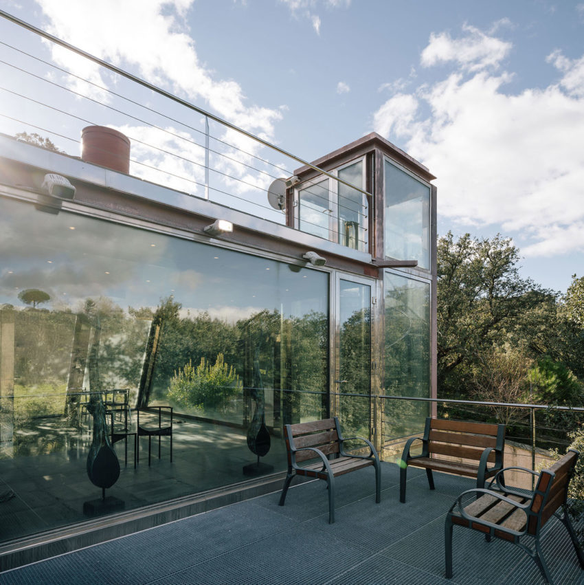 PENELAS ARCHITECTS Design a Glass Home in Las Rozas, Madrid, Spain