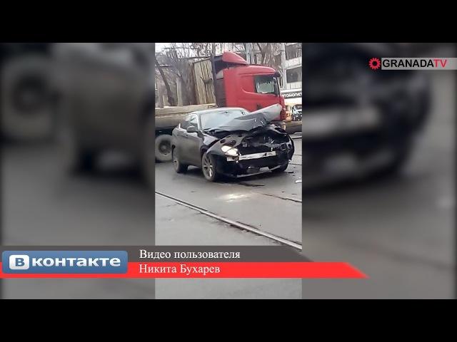 В Челябинске «ГАЗель» упала на бок после столкновения с иномаркой