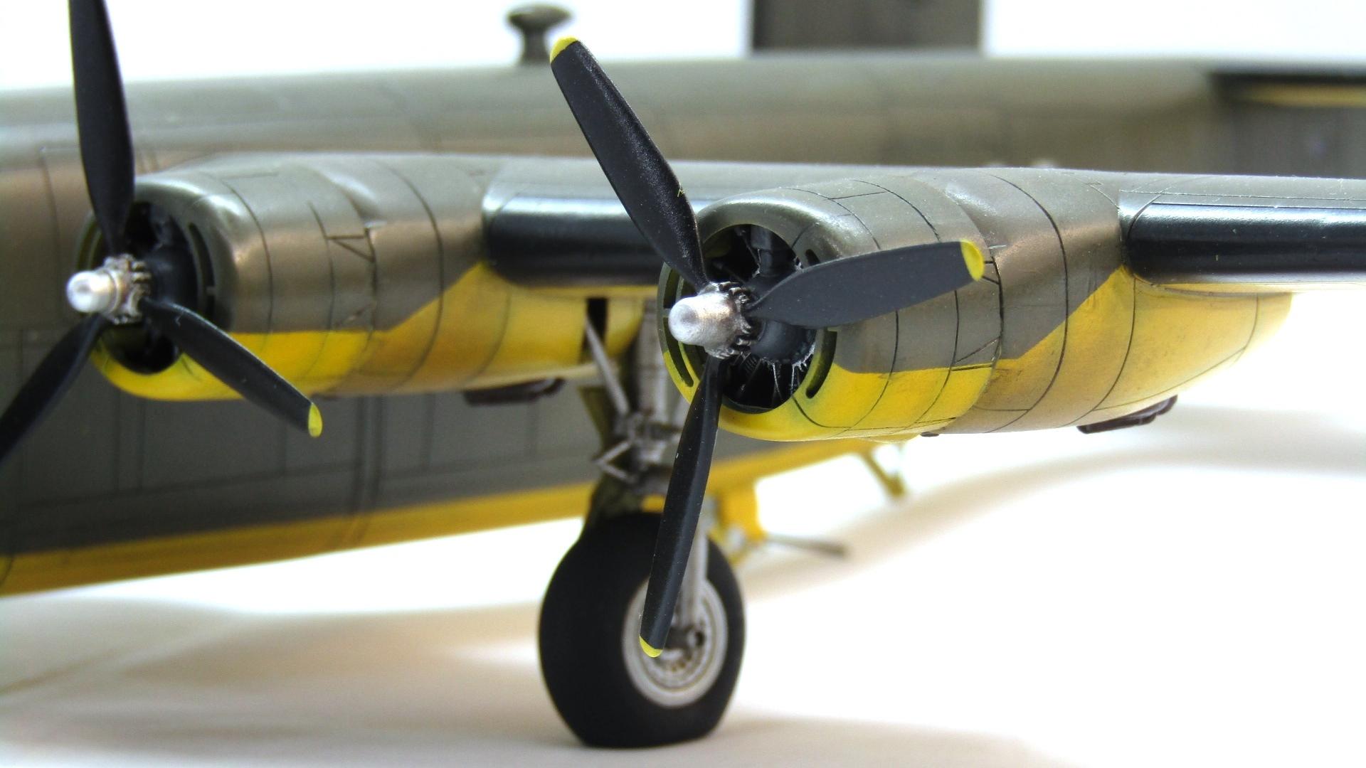 B-24H Liberator 1/72 (Academy) HFLtnaxBmtM