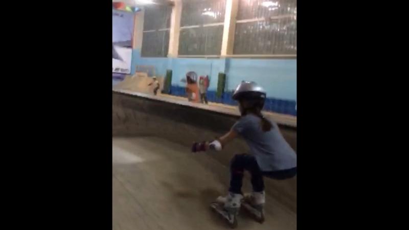Тренировкина роликах в скейтпарке СПОТ
