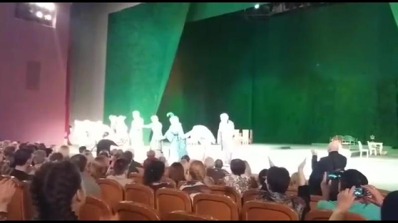 Театр Российской армии-спектакль по пьесе А.Н.Островского ВОЛКИ И ОВЦЫ - выход актеров на поклон