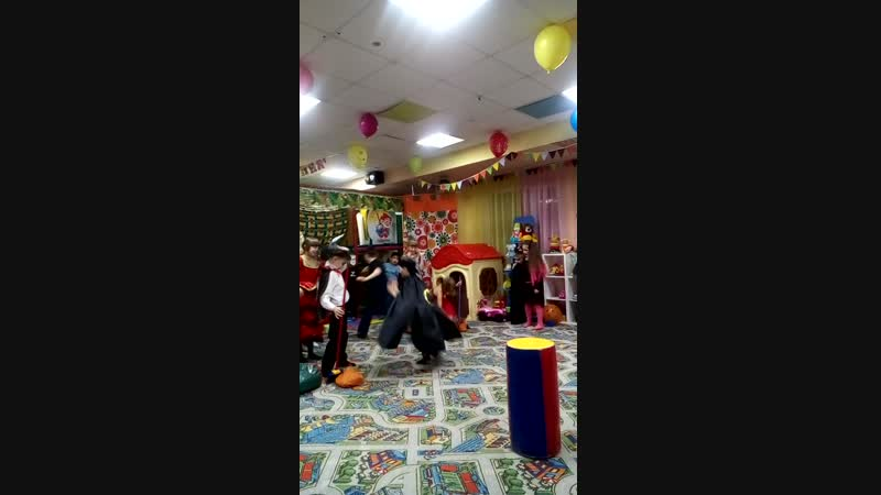 Всё что нужно деткам есть у нас Веселье смех радость активный праздник