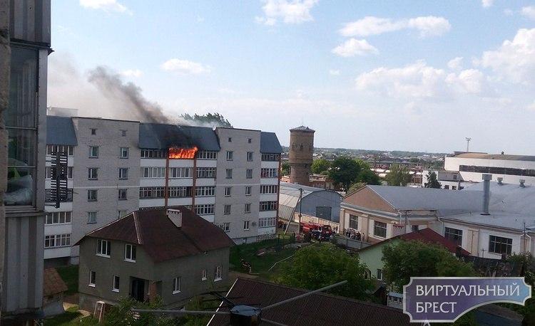 Пожар на ул. Герцена в Бресте: балкон полыхал открытым пламенем