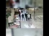 Компания Кокорина и Мамаева избивает водителя
