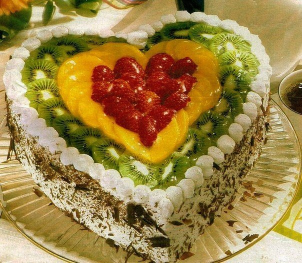 """Торт """"Фруктовое сердце"""" Ингредиенты: яйца - 3 шт. сахар -"""