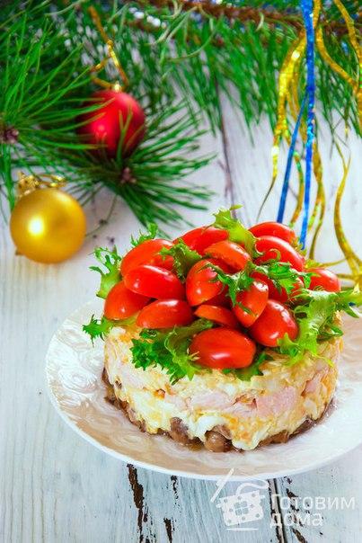 """Салат с копченой курицей и помидорами """"Яркий праздник"""""""