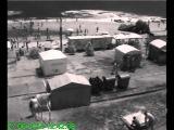 одесское цунами сносит людей на пляже (см. с 1:25)