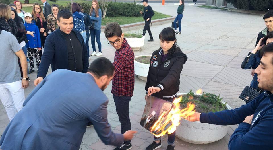 Флешмоб против западных лидеров прошел в Симферополе