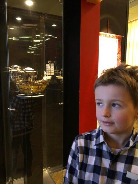 Успейте скачать в группе петербургского гида бесплатный путеводитель по Кунсткамере и: покажите ребёнку самый загадочный музей в России проведите с ним квест взгляните на сиамских близнецов,