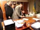 СРОЧНО!!! Фашисты партии Свобода душили и избили директора Первого канала за русскую трансляцию