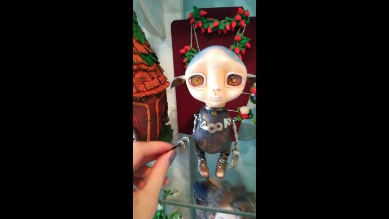 кукла-пришелец