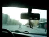 девушка учиться водить!  см.всем!!!.3gp