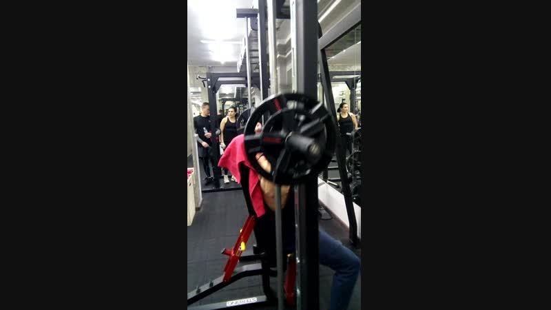 Жим штанги в Смите сидя на скамье 60 кг на 10 повторений 4 рабочих подхода (Базовое упражнение)