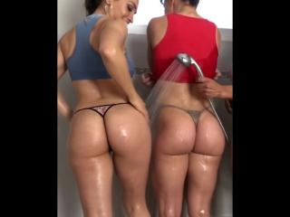Три сочные попки в душе (порно, секс, эротика, попка, booty, anal, анал, сиськи, boobs, brazzers)