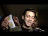 Uncut : Salman Khan Watching Sholay 3D