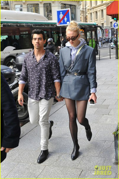 Джо Джонас и Софи Тернер на прогулке в Париже