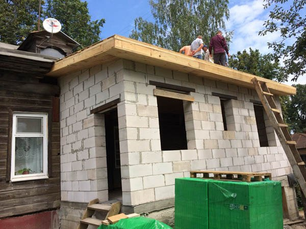 Пристройка из пеноблоков к деревянному дому своими руками