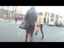 девушка в юбке с разрезом