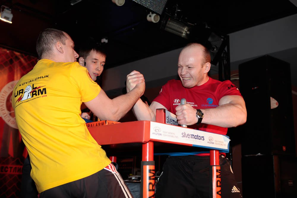 Alexander Kovalchuk (yellow shirt) Vs. Sergey Pisarkov (red shirt)