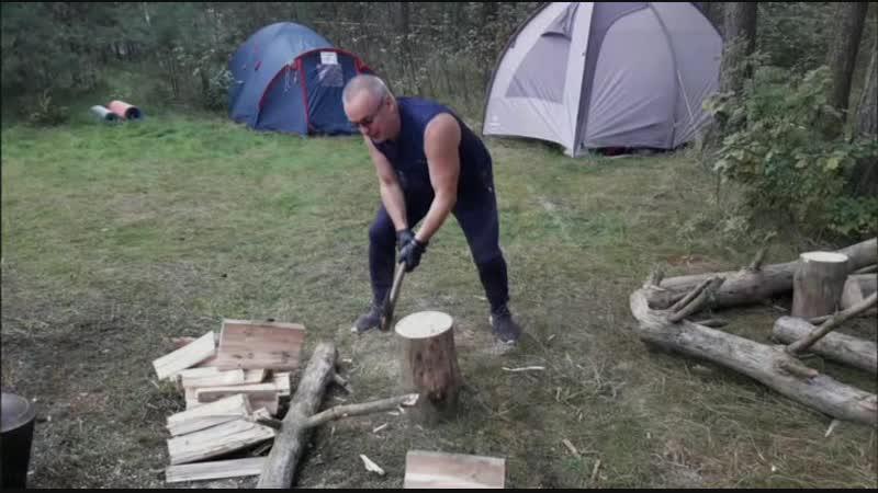 А не поколоть ли мне дрова пока все дрыхнут до утра